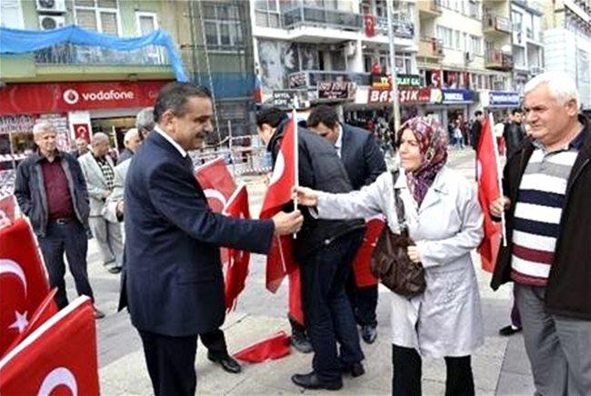 MHP Denizli'de 20 Bin Türk Bayrağı Dağıttı !