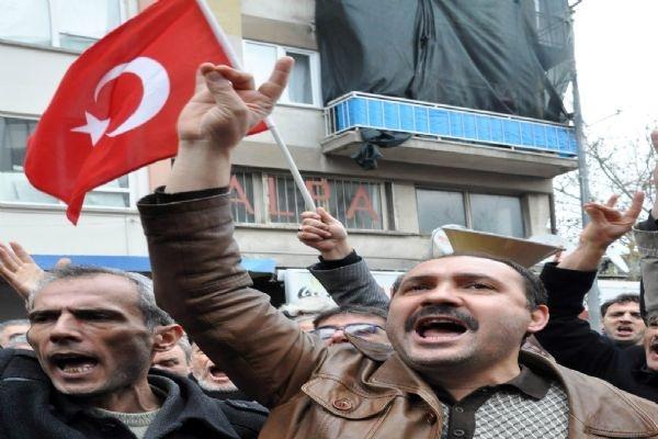 Ülkücüler,Balıkesir Belediyesi'ni protesto etti