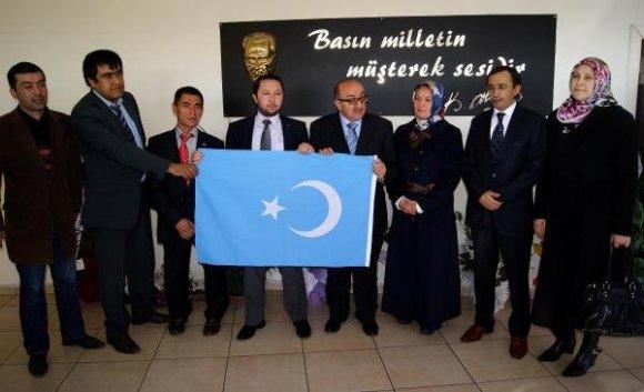 'Uygur Türkleri göz göre göre ölüme gidiyor'