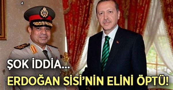 Erdoğan Sisi'nin Elini Öptü !