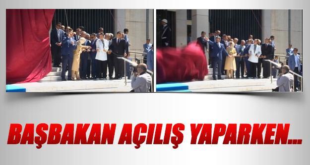 Davutoğlu, Başbakanlık İzmir ofisi'nin açılışını yaparken İpi Kopardı...