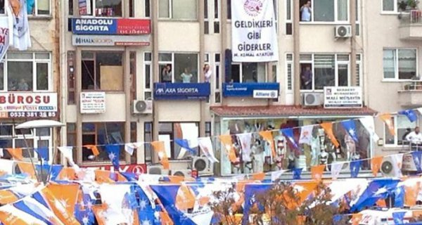 """CHP""""den Davutoğlu'na afiş sürprizi"""