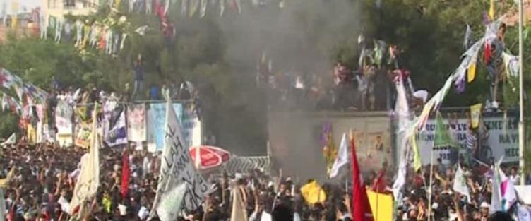 HDP mitinginde patlama: 50 yaralı...