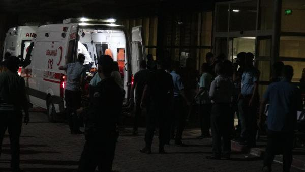 Roketle Askeri Araca Saldırdılar 3 Asker ve 1 Korucu Yaralandı