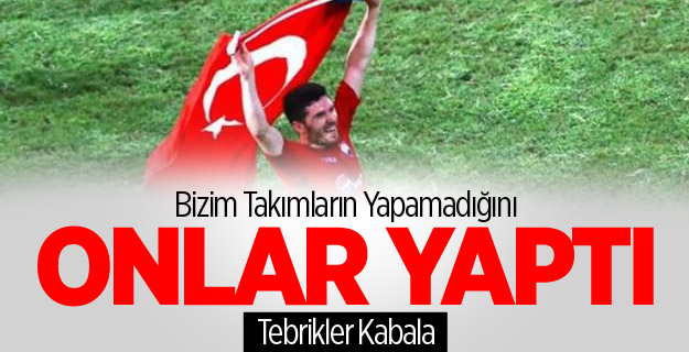 Türk Bayrağıyla Tur Attı!