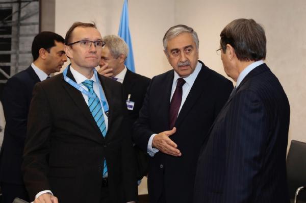 Kıbrıs Müzakereleri Cenevre'de Başladı