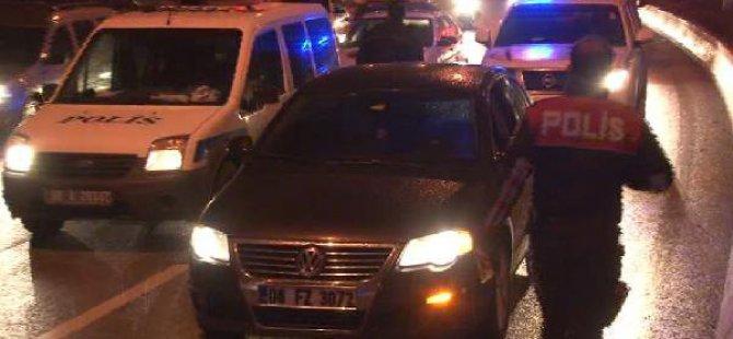 Polis Aracı Şüpheli Otomobili Takip Ederken Kaza Yaptı: 2'si Polis 3 Kişi Yaralı