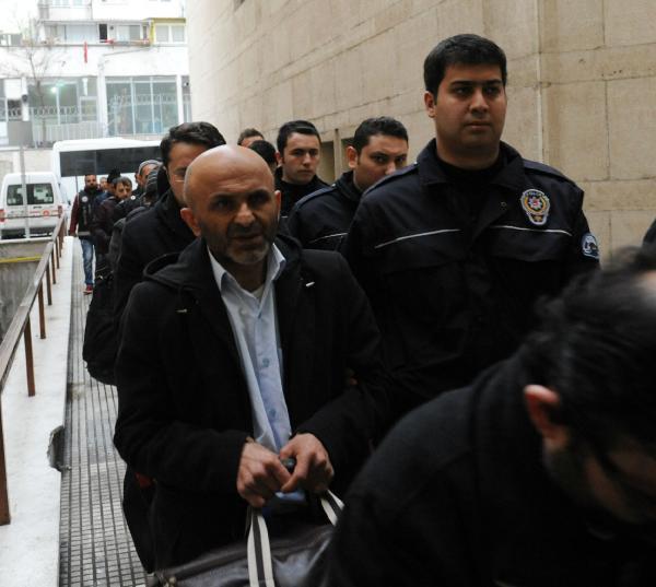 Bursa'da Fetö'den Gözaltına Alınan 13 Eski Müftülük Çalışanı Adliyede
