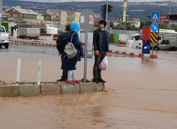 Mersin'de Şiddetli Yağış Nedeniyle Okullar Tatil Edildi