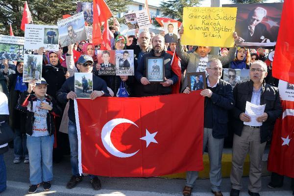 """""""15 Temmuz Darbe Girişimi"""" Davalarından Tutuklu Askeri Öğrencilerin Ailelerinden Harp Okulu Önünde Açıklama"""