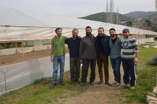 Yerli Tohumlarla Solucan Gübresini Buluşturdular, Harika Ürünler Elde Ediyorlar