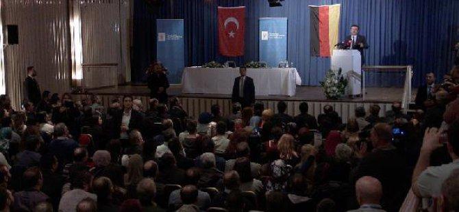 Bakan Zeybekci, Almanya'ya Yunus Emre'nin Şiiriyle Mesaj Verdi