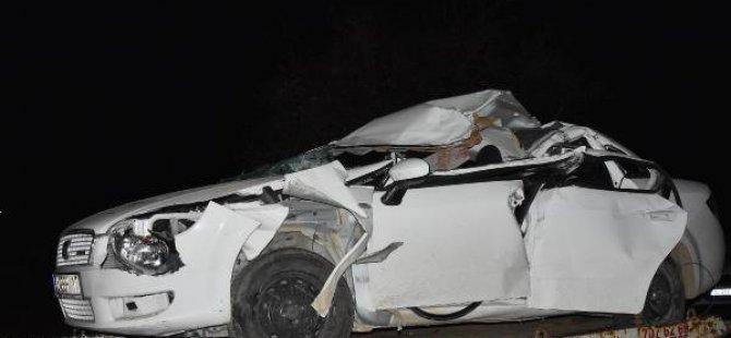 Otomobil Kamyonla Çarpıştı: 1 Ölü, 2 Yaralı