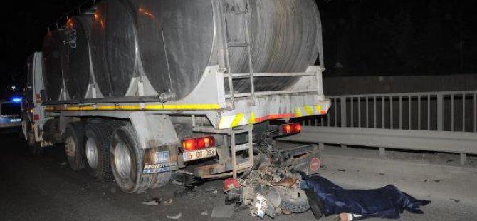 Yol Kenarındaki Kamyona Çarpan Motosiklet Sürücüsü Öldü