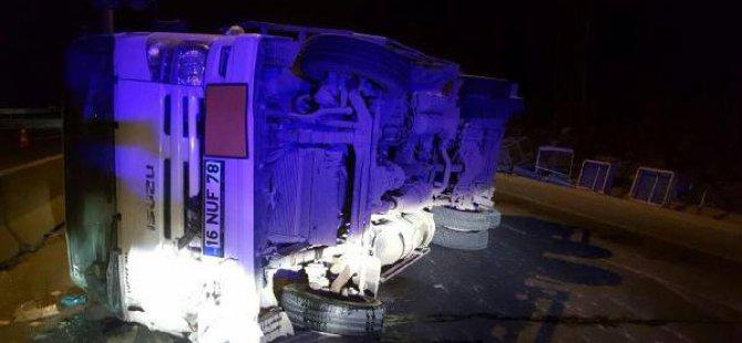 Tüp Dolu Kamyon Devrildi, Sürücü Yaralandı