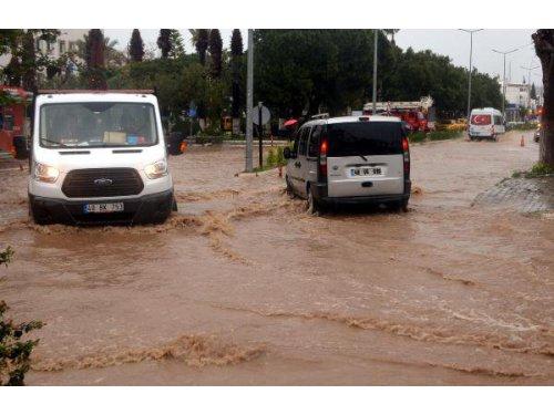 Bodrum'da Şiddetli Yağmur Su Baskınlarına Sebep Oldu