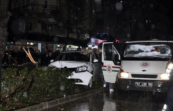 Antalya'da Aracında Uğradığı Silahlı Saldırıda Öldü