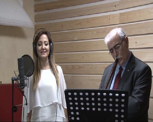 İki Profesör, Sağlık Çalışanlarına Şiddete Dur Demek İçin Şarkı Söyledi