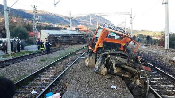 Demiryolu Tamir Makinesi Devrildi: 3 İşçi Öldü