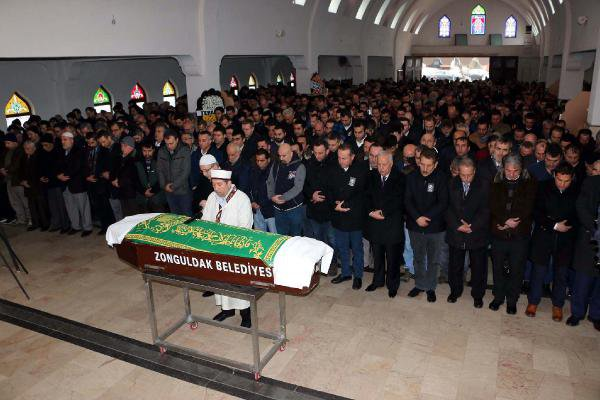 Yaralı Halde Eşinin Cenazesine Katıldı