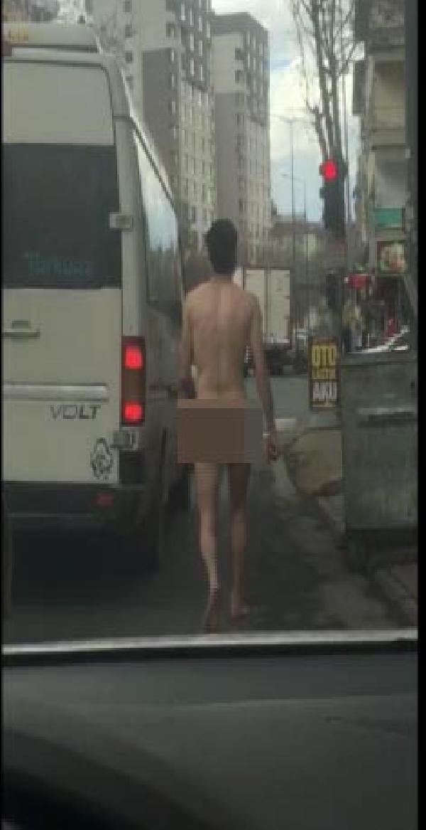 Caddede Çıplak Gezerken Polis Yakaladı
