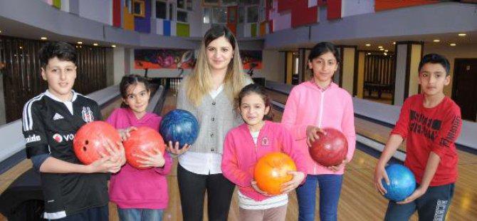 Özlem Öğretmen,başarılı Öğrencilerini Bowling İle Ödüllendirdi