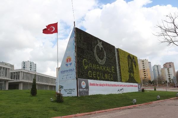 Adana Büyükşehir Çanakkale Ruhu'nu Dikey Bahçeye Yansıttı