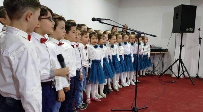Kosovalı Çocuğun Çanakkale Şiiri Salondakileri Duygulandırdı