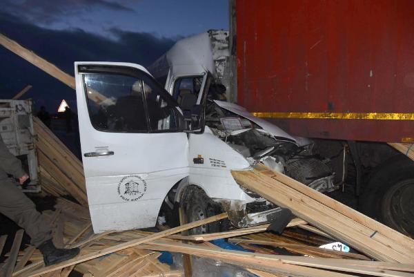 Kütahya'da Zincirleme Kaza: 2 Ölü, 13 Yaralı