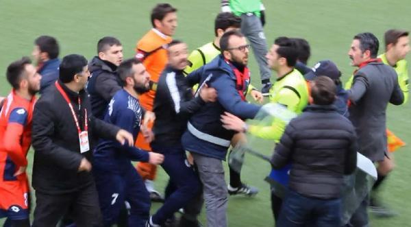 Sivas'ta Amatör Maçta Olay Çıktı