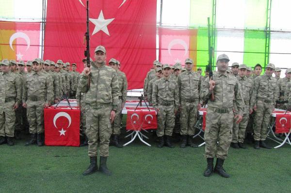Derecik'te 174 Korucu Türkçe ve Kürtçe Yeminle Göreve Başladı
