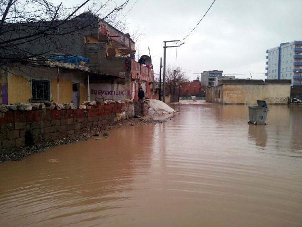 Kurtalan'da Şiddetli Yağış, Su Baskınlarına Neden Oldu