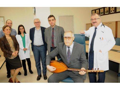 10 Yıl Tedavi Gördüğü Hastane İçin Söz Yazıp Türkü Besteledi