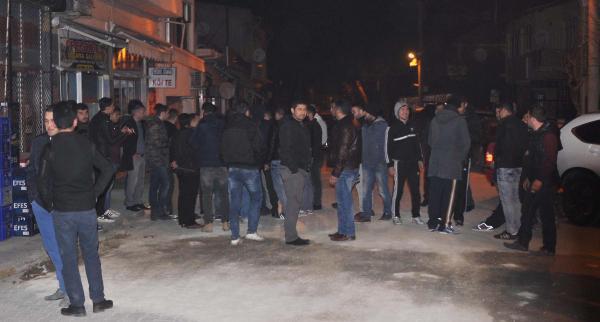 Sarayköy'de Suriyeliler 3 Kişiyi Dövdü, İlçede Olaylar Çıktı