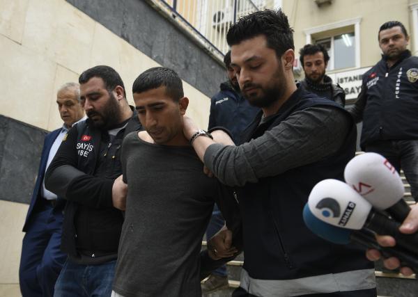 1 Kişiyi Sokak Ortasında İnfaz Etti. Adliyeden Giderken Öldüreceği Diğer Kişilerin İsimlerini Sıraladı