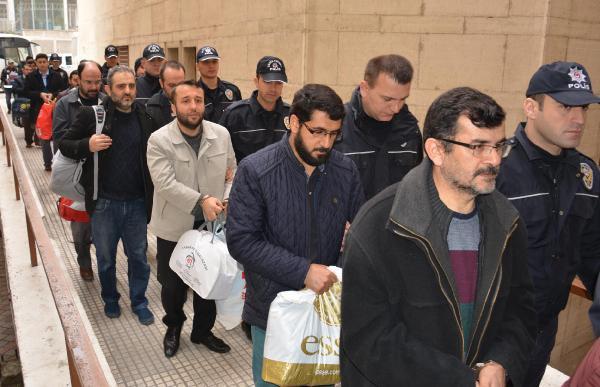 Bursa'da Fetö Şüphelisi 20 Öğretmen Adliyede