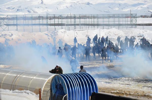 Yüksekova'da Nevruzda 'Apo' Sloganına Polis Madahale Etti