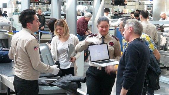 """İngiltere Uçuşlarında """"Elektronik Cihaz Yasağı"""" Uygulanmaya Başlamadı"""