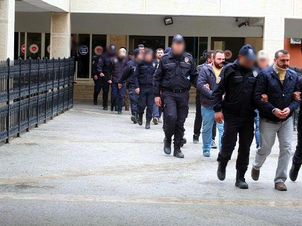 Mardin'de 10 Asker Fetö'den Tutuklandı