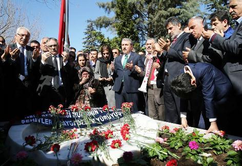 Muhsin Yazıcıoğlu, Ölümünün 8'inci Yılında Mezarı Başında Anıldı