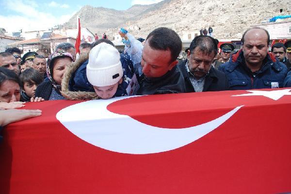 Şehit Astsubay Başçavuş Gökhan Altınalana Niğde'de Toprağa Verildi