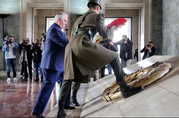 ABD Dışişleri Bakanı Rex Tillerson Anıtkabir'i Ziyaret etti.