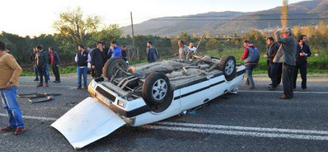 Hafif Ticari Aracın Çarptığı Otomobil, Takla Attı; 2 Yaralı