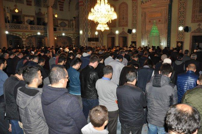 Regaip kandilinde vatandaşlar camilere akın etti!