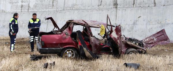 Otomobil 7 Metreden Tarlaya Uçtu: 1 Ölü, 2 Yaralı
