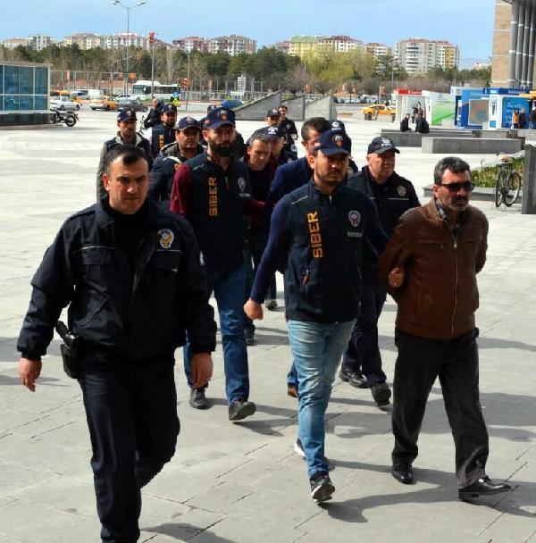 Gurbetçilerin Hesaplarını Boşaltan Çetenin 5 Üyesi Tutuklandı