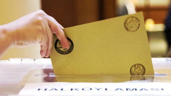 Frankfurt'taki 'UYANIK' seçmen ikinci kez oy kullandı.