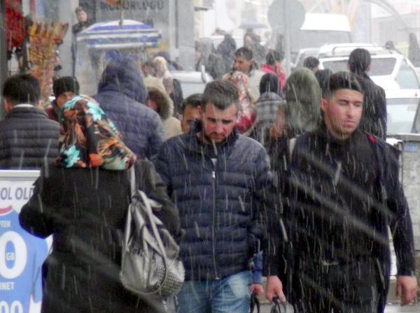 Erzurum'a Kar, Ağrı'ya Dolu Yağdı
