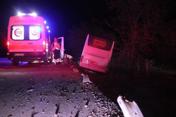 Tur Otobüsü Sürücüsü Köpeğe Çarpmamak İçin Manevra Yaptı: 15 Yaralı