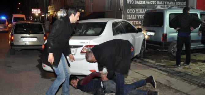Polisten Kaçan Otomobil Hırsızları Kaza Yapınca Yakalandı